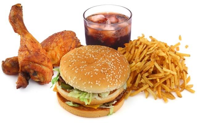 Вредная еда: фастфуд, жареная курица, сладкая газировка